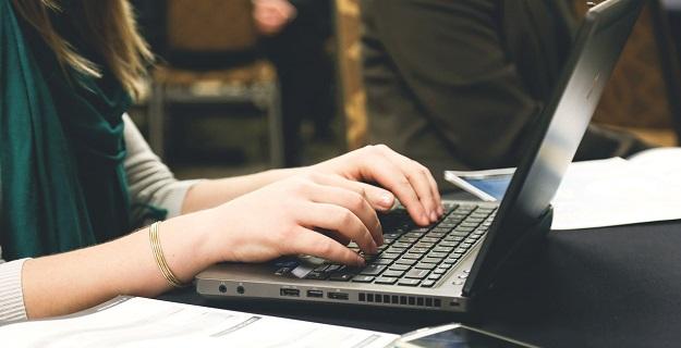 jaki laptop wybrać dla jednoosobowej firmy