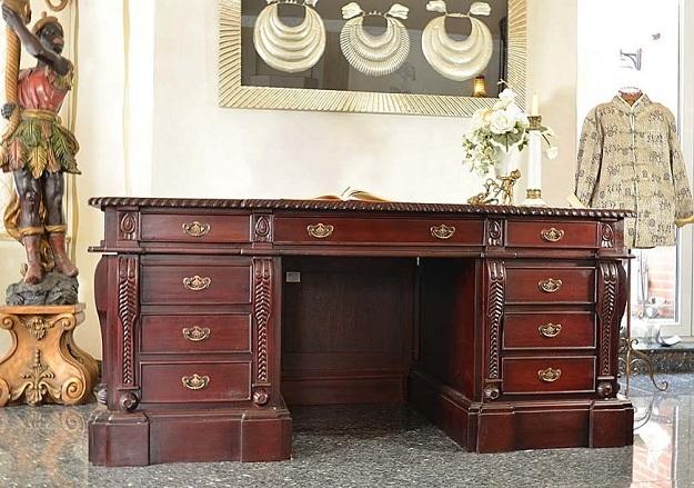 ciemne biurko gabinetowe mahoniowe styl kolonialny