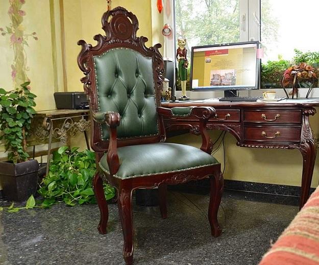 fotel szefa stylowy rzeźbiony tron do gabinetu pracowni ludwik barok