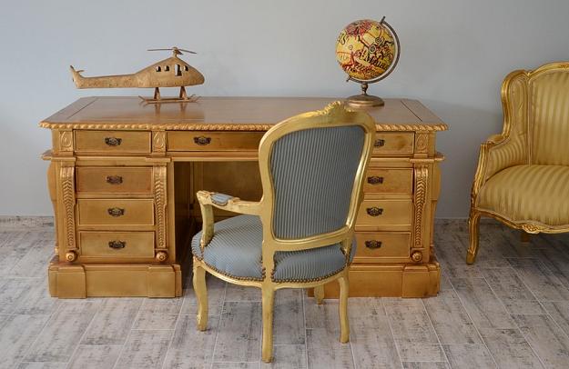 luksusowe drewniane biurko złote w stylu barokowym