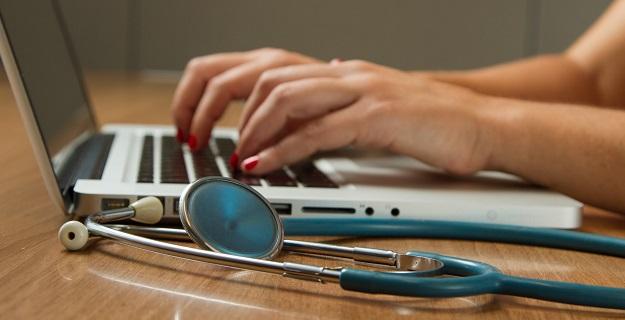 Drukarka fiskalna czy kasa fiskalna? Co lepsze dla lekarzy?