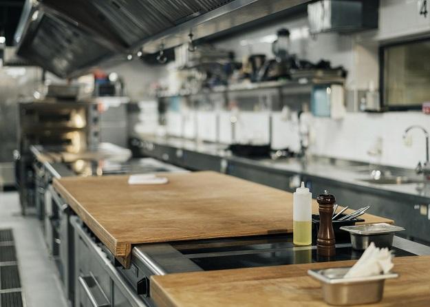 4. Garnki i naczynia do serwowania
